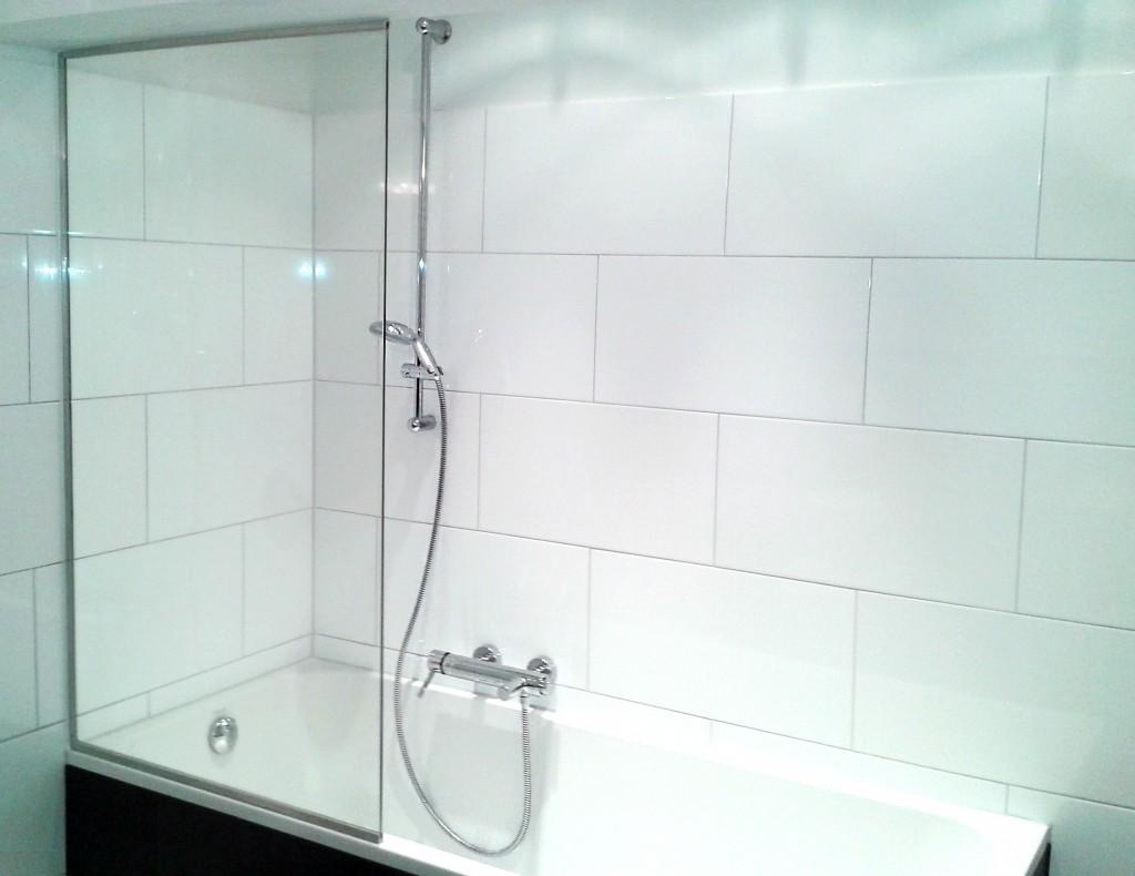 So sieht eine Duschwand aus ProKilo-Material aus