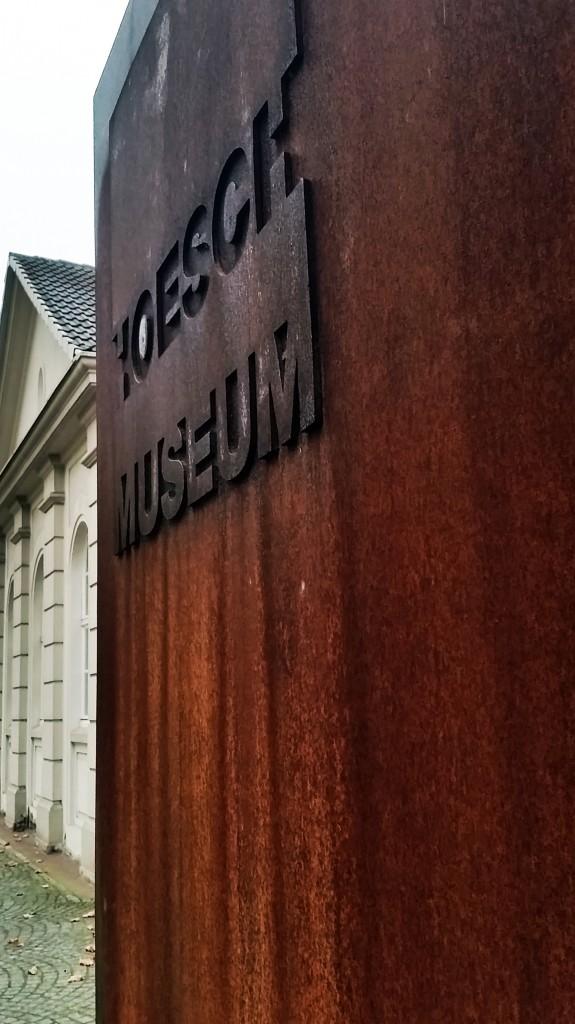 Da standen wir nun vor dem Hoesch-Museum und warten, was wohl passiert.