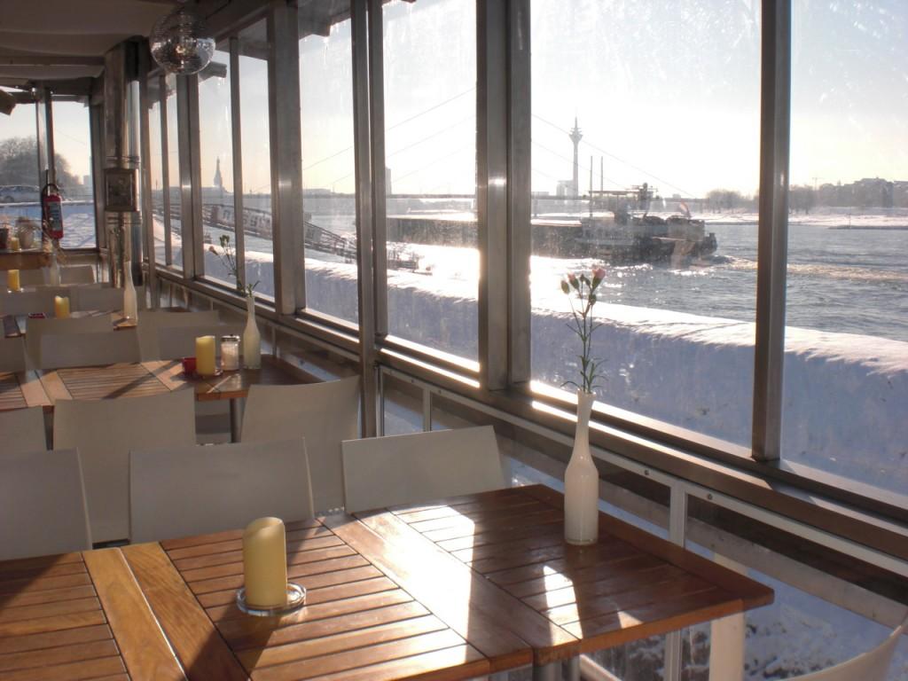 Die Fenster mit ProKilo-Material im Düsseldorfer Canoo-Club