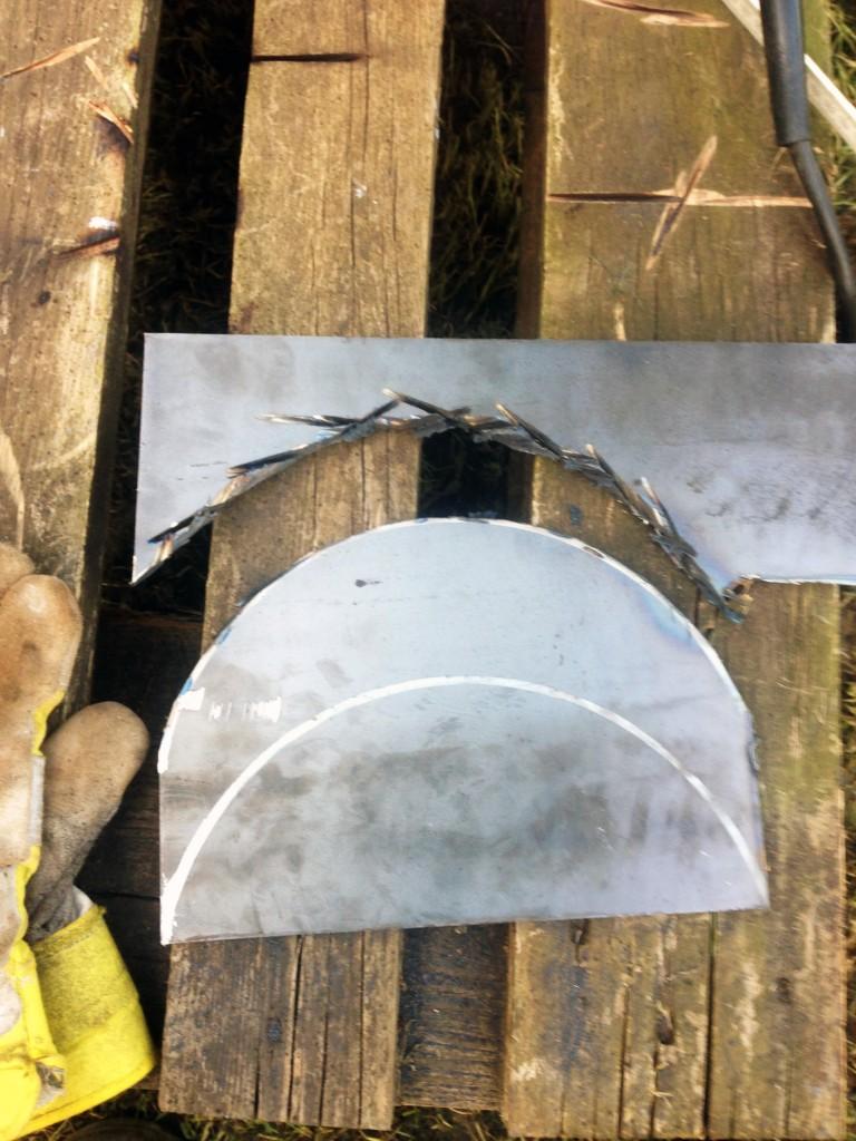 So schneidete er aus einem Rohstück aus Stahl den Drehmechanismus.