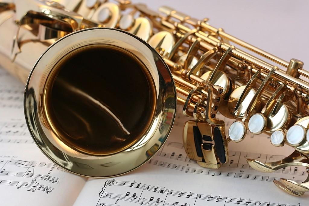 Blech- und Holzblasinstrumente bestehen beispielsweise aus Messing!